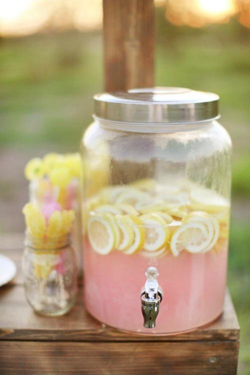 Jugo natural limonada rosa