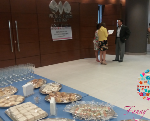 Fanny Ferreira Catering & Eventosen el WTC con bocaditos especiales.